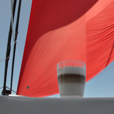 Café Latte in style with spinnaker up